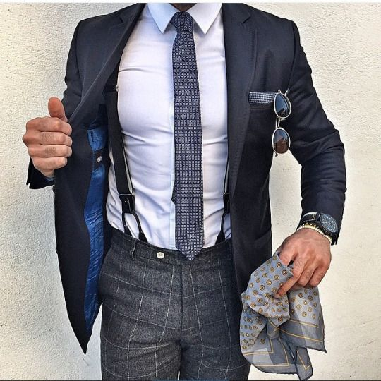 cravate et bretelles